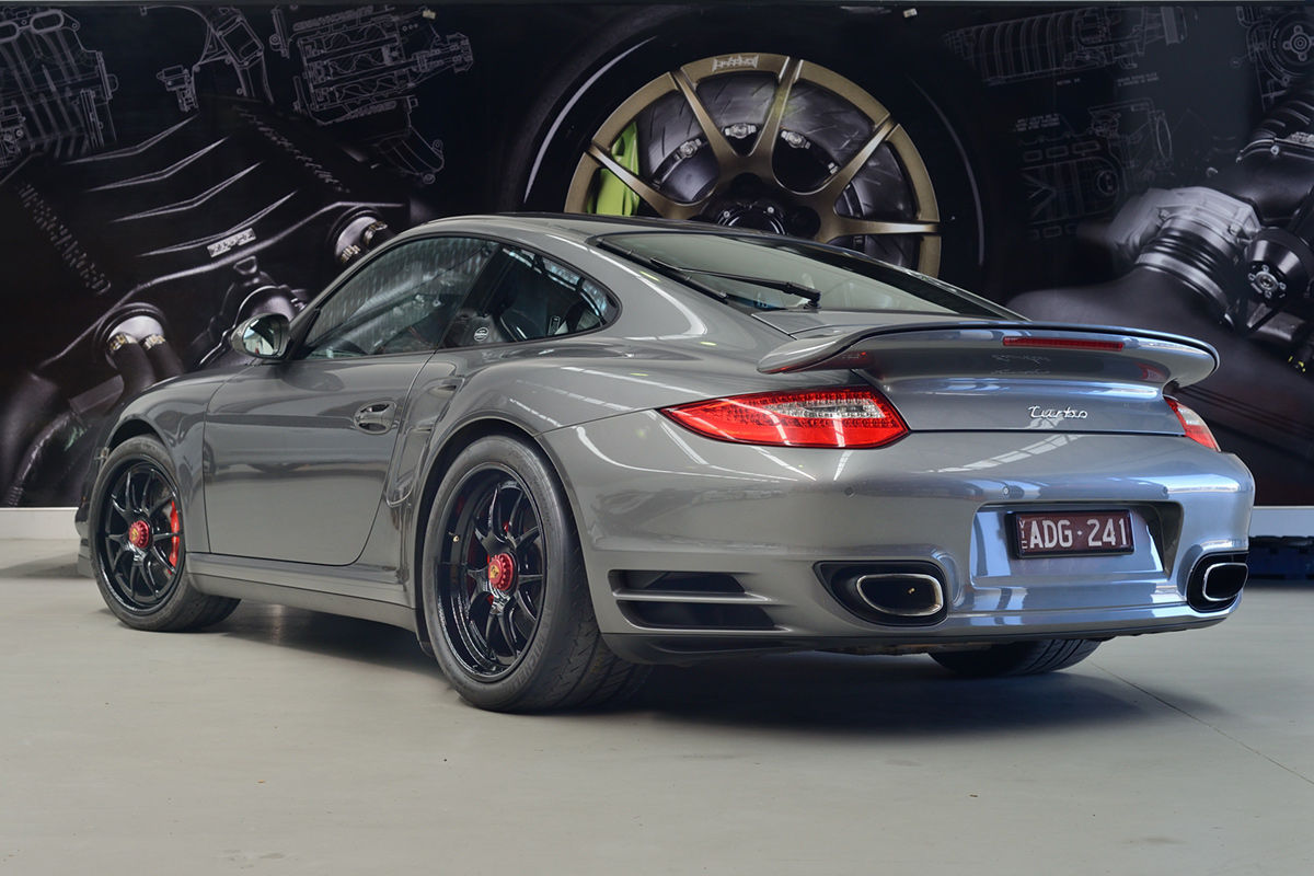 2016 Porsche 997 | Porsche 997.2 Turbo on Forgeline Fluch-Loc Conversion and Center Locking GA3R Wheels