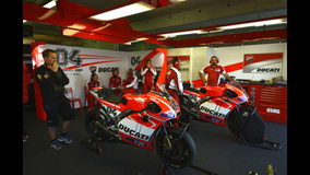 2013 MotoGP - LeMans - Dovi's garage