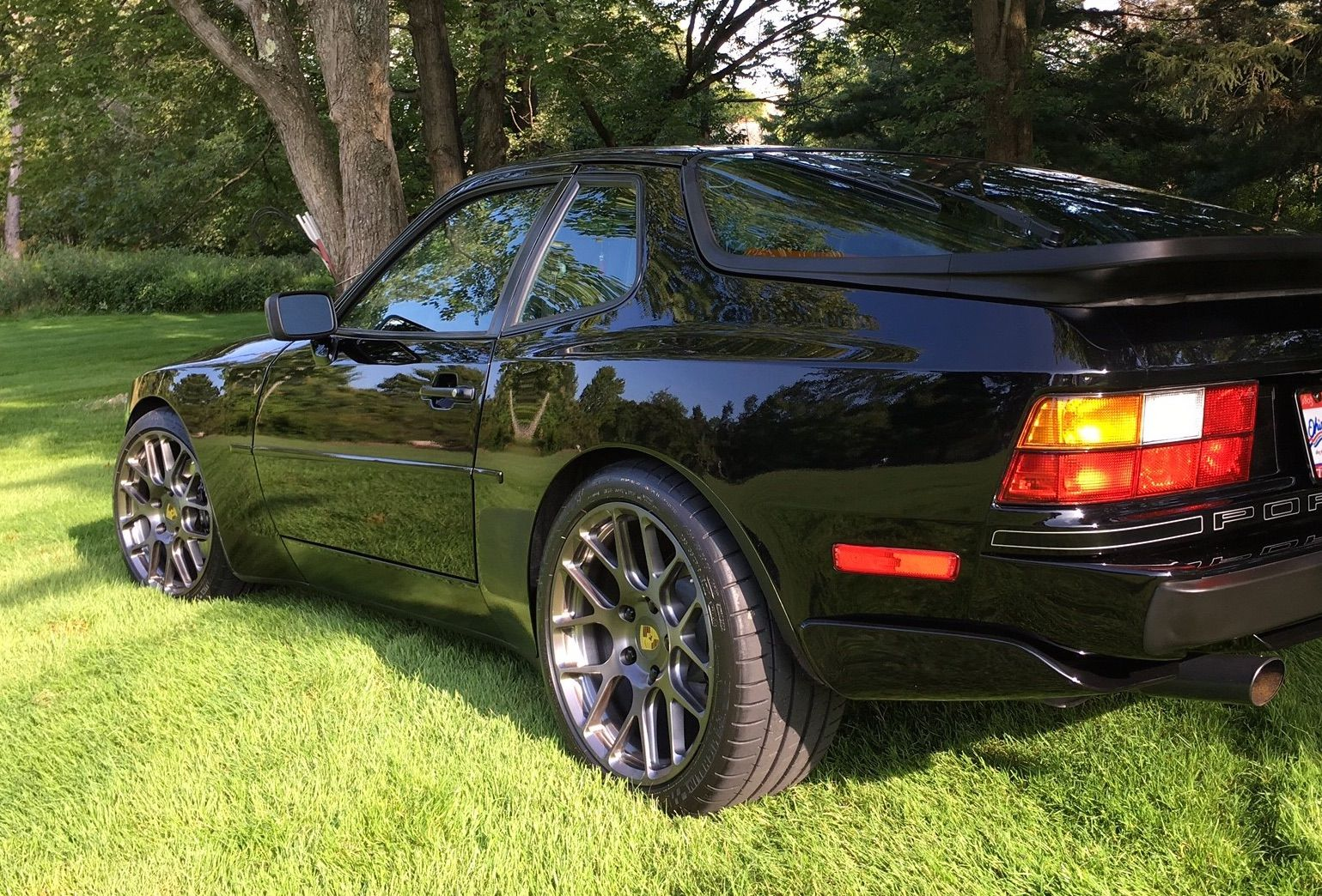 1989 Porsche 944 | Wheel Enhancement Fit This Porsche 944 Turbo on Forgeline One Piece Forged Monoblock SE1 Wheels