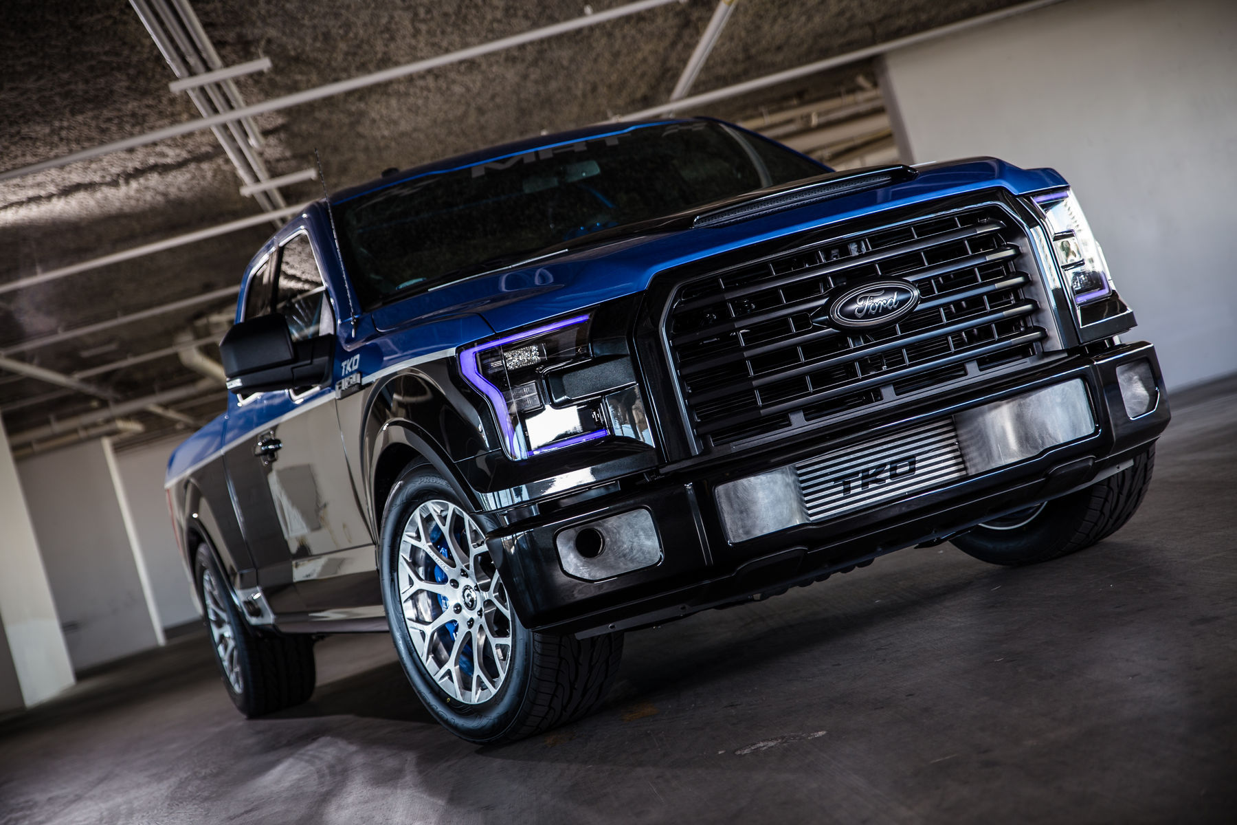 2015 Ford F-150 | 2015 MRT Ford F-150 XLT SuperCab - Front Angled Shot