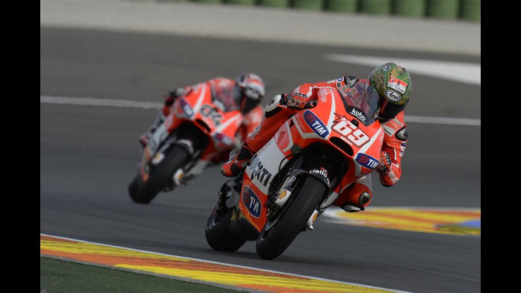 2013 Ducati  | 2013 MotoGP - Valencia - Dovi follows Hayden