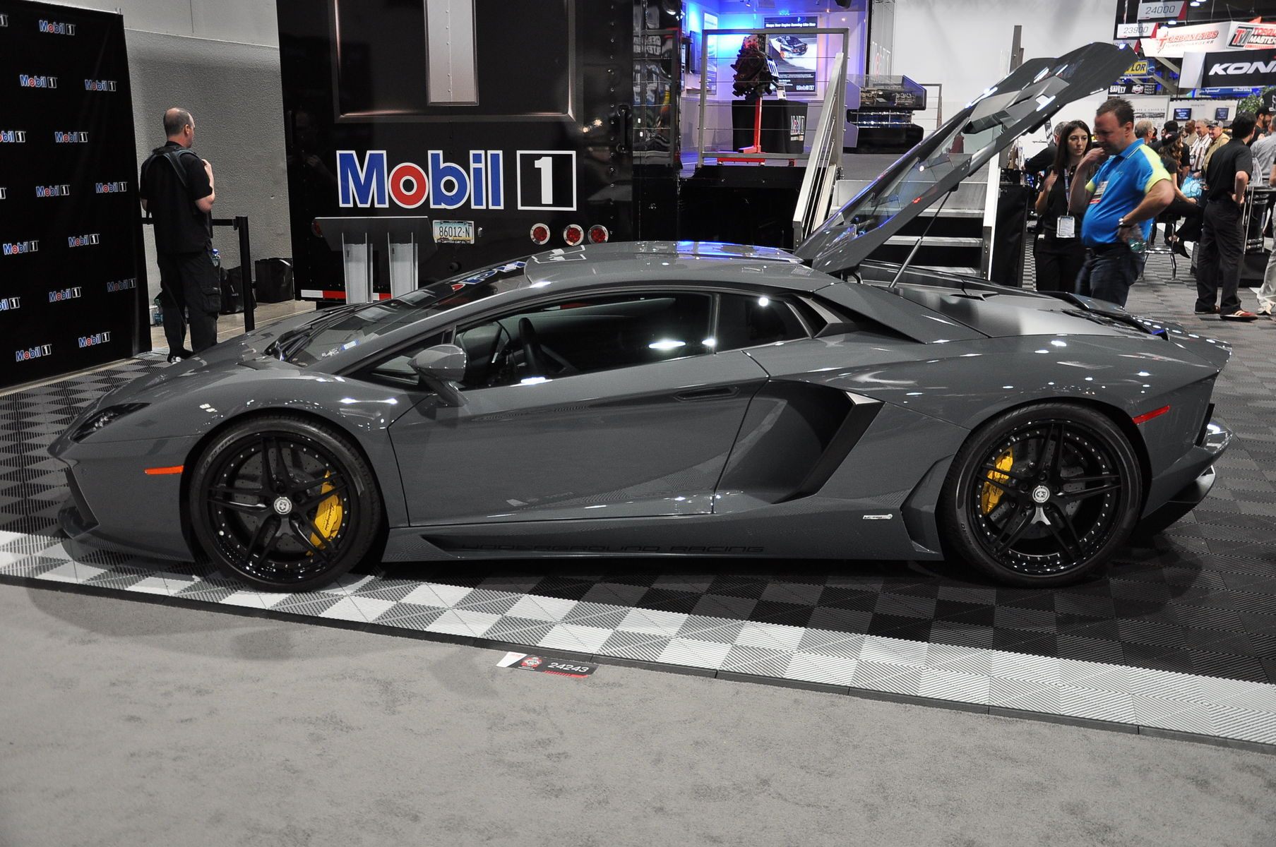 2014 Lamborghini Aventador | 2013 Lamborghini Aventador at Mobile 1 Booth