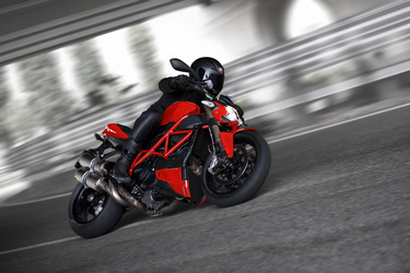 2014 Ducati STREET FIGHTER 848 | Streetfighter in action