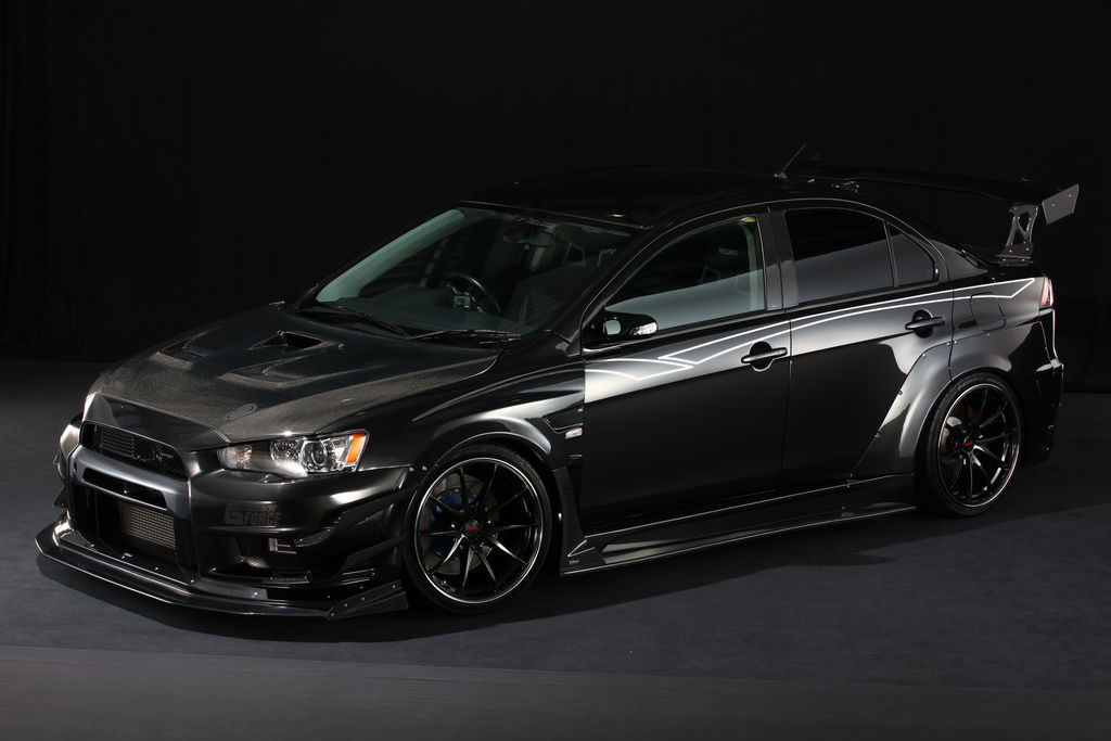 2013 Mitsubishi Lancer Evolution | VOLKRACING G25 Formula Silver/Black Clear/Rim Edge - Side Angled Shot