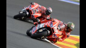 2013 MotoGP - Valencia - Dovi follows Hayden