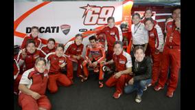 2013 MotoGP - Valencia - Hayden fan club in the garage
