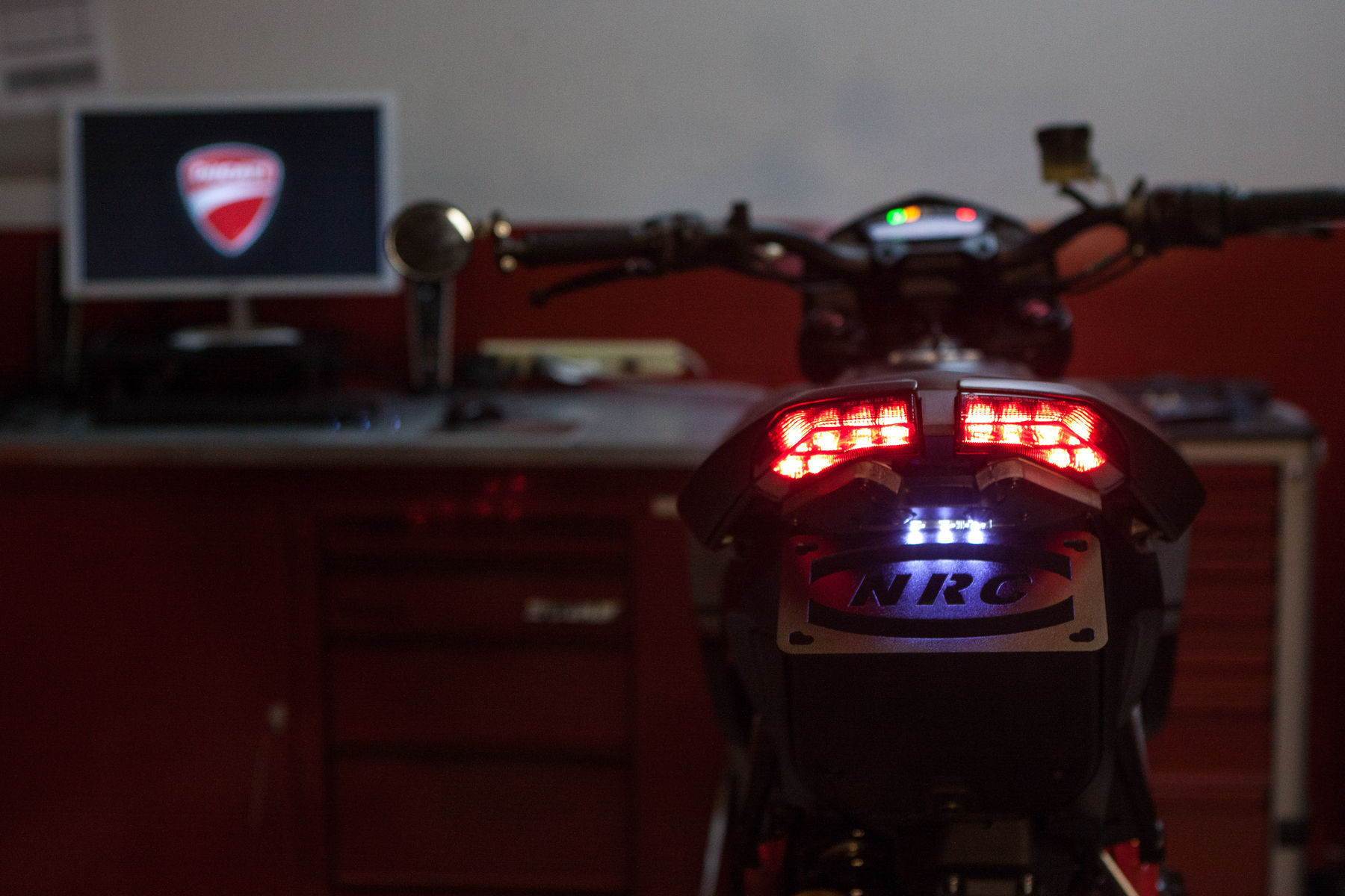 2013 Ducati HYPERMOTARD 821 SP | Tidying up the tail