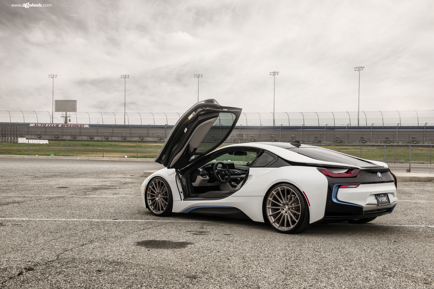 Bmw I8 On 22 Avant Garde S Stormy Photo Shoot