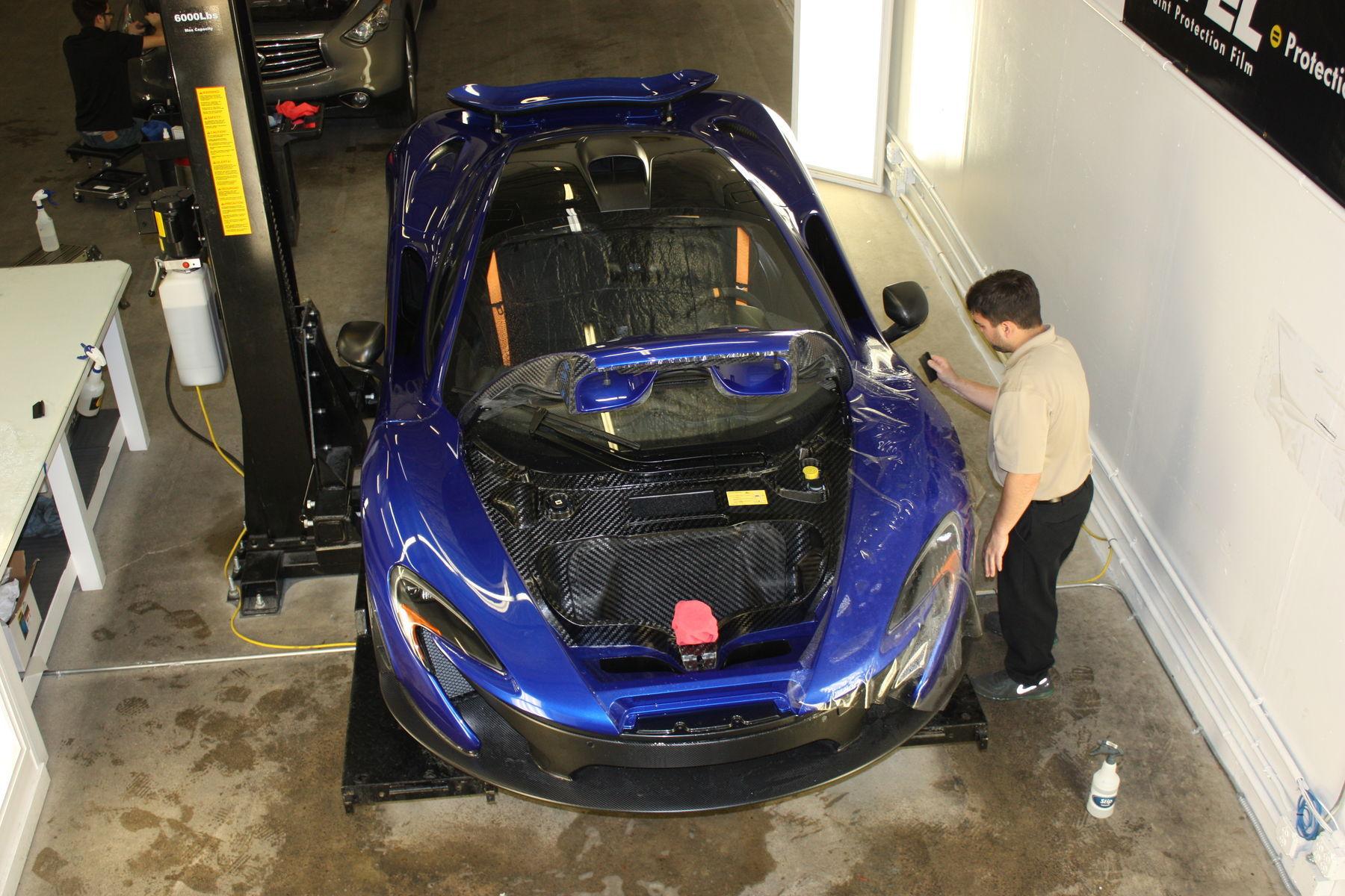 2015 McLaren P1 | 2015 McLaren P1 with XPEL ULTIMATE being installed
