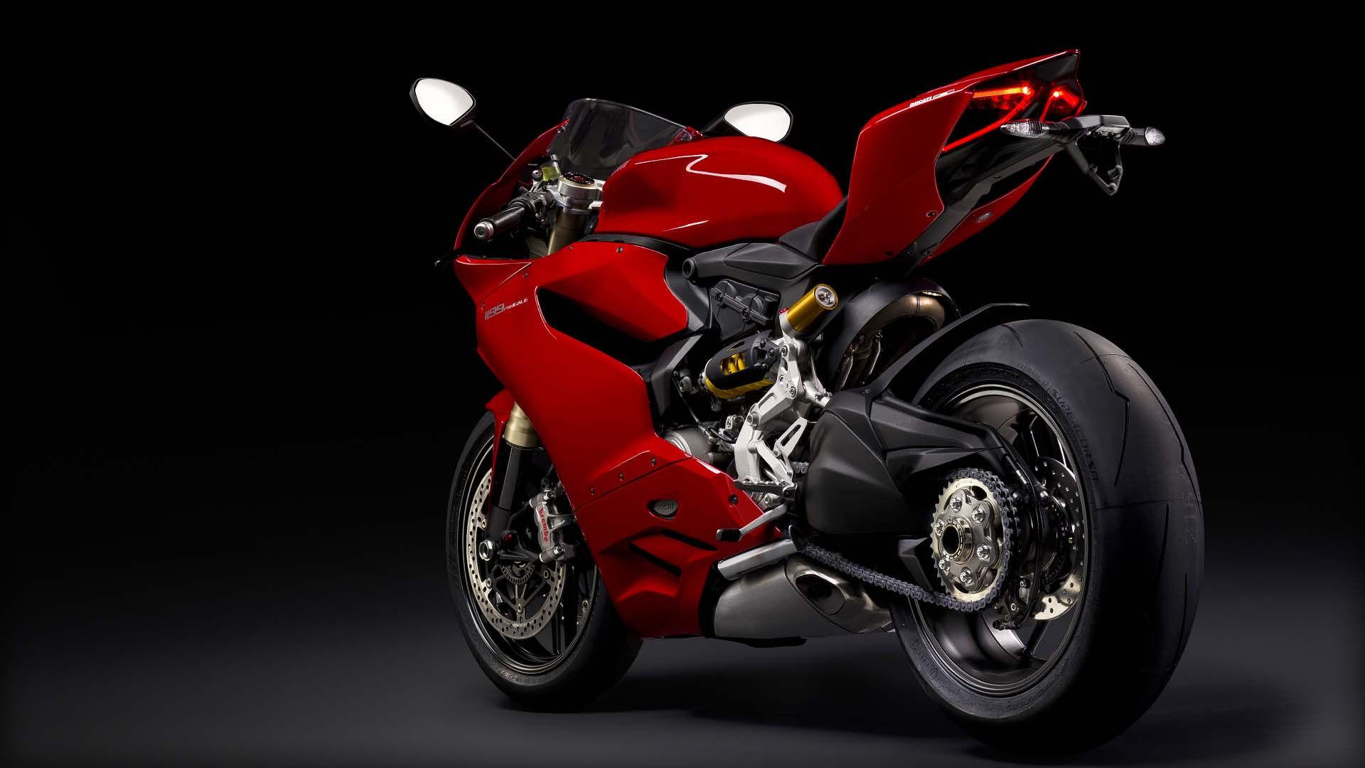 2014 Ducati 1199 PANIGALE   Ducati 1199 Panigale - Side Angled Shot