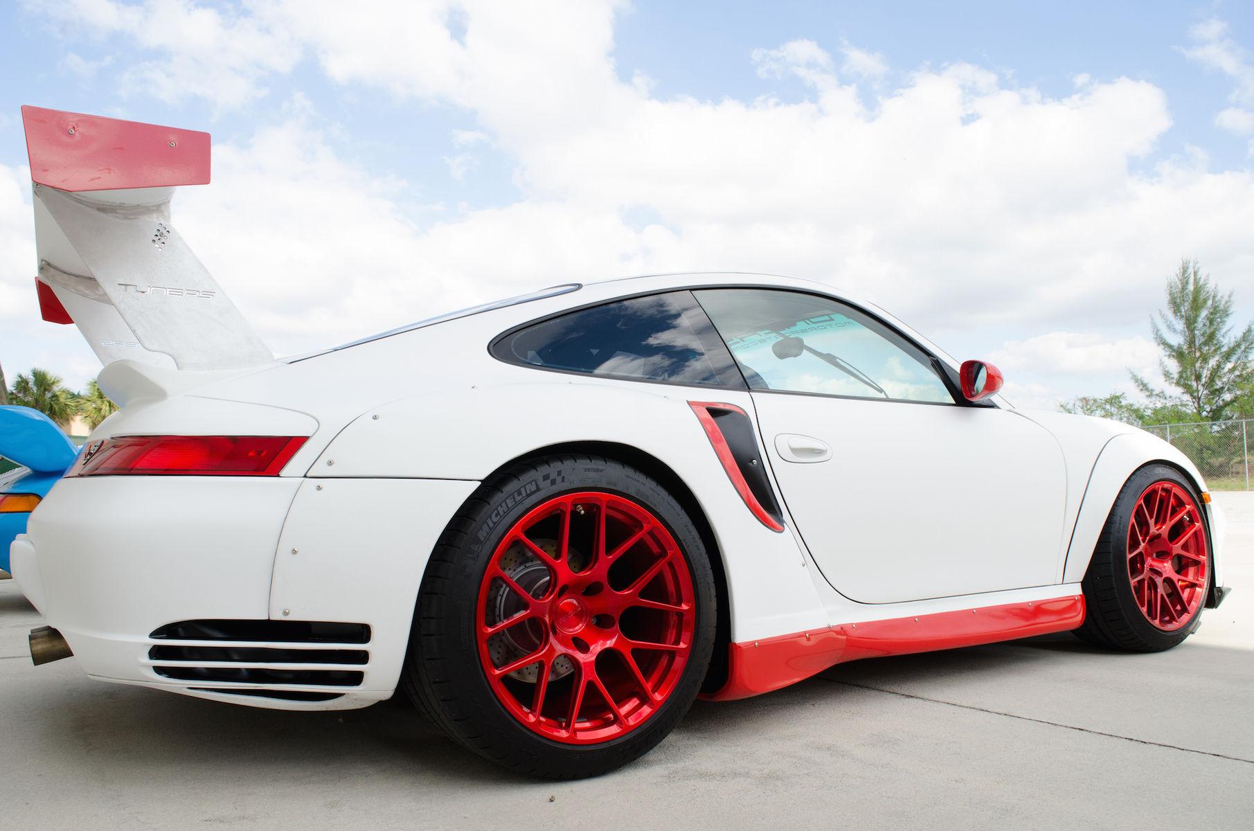 2001 Porsche 911 | TuneRS Motorsports' Porsche 996 Turbo on Forgeline One Piece Forged Monoblock SE1 Wheels