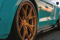 Ford Mustang - Gold Wheels