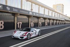 '15 Porsche 918 Spyder Weissach Package