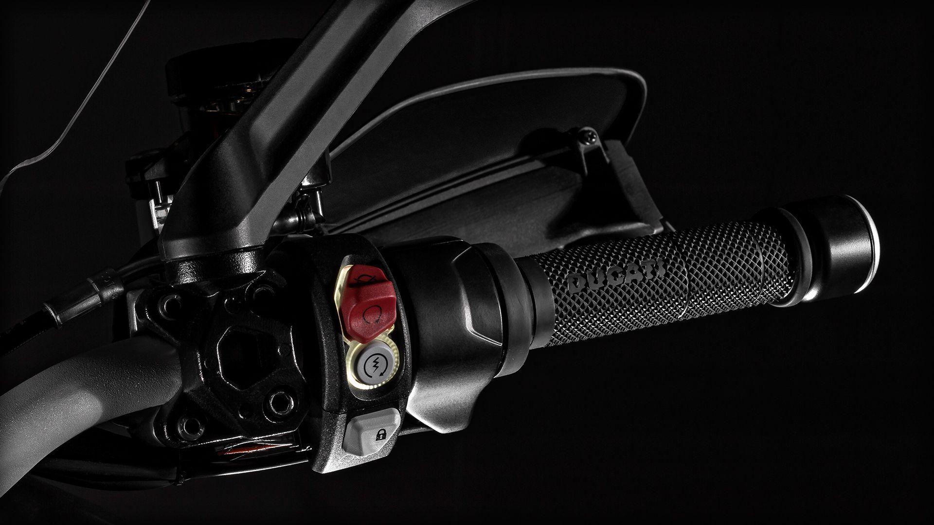 2015 Ducati MULTISTRADA 1200 | Multistrada 1200 S - Handlebar