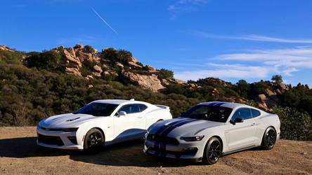 2016 Ford GT350 | Ford Shelby GT350 Vs. Chevy Camaro SS