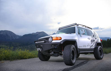 FJ Cruiser with Rigid Industries light bars
