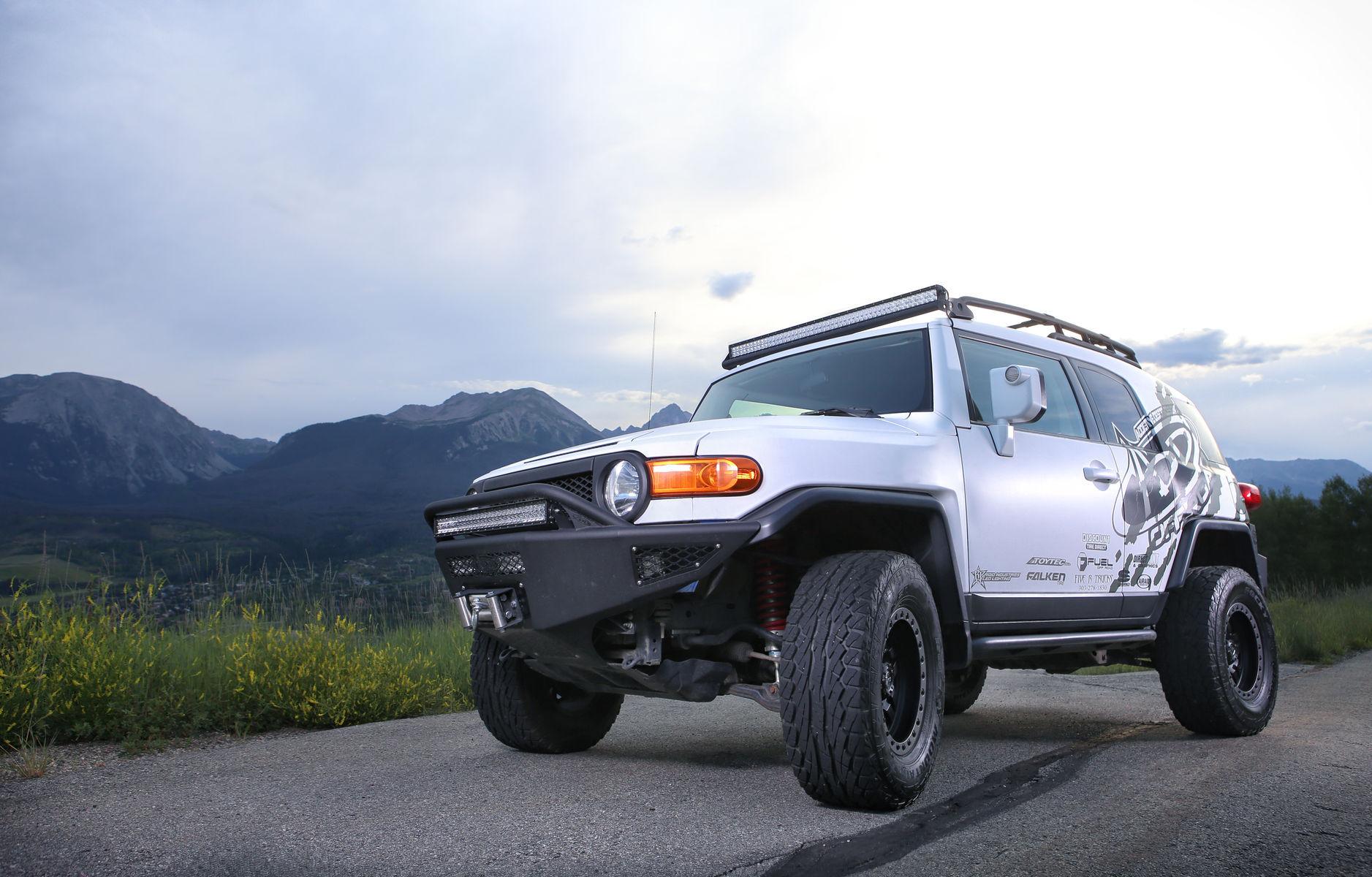Toyota FJ Cruiser | FJ Cruiser with Rigid Industries light bars