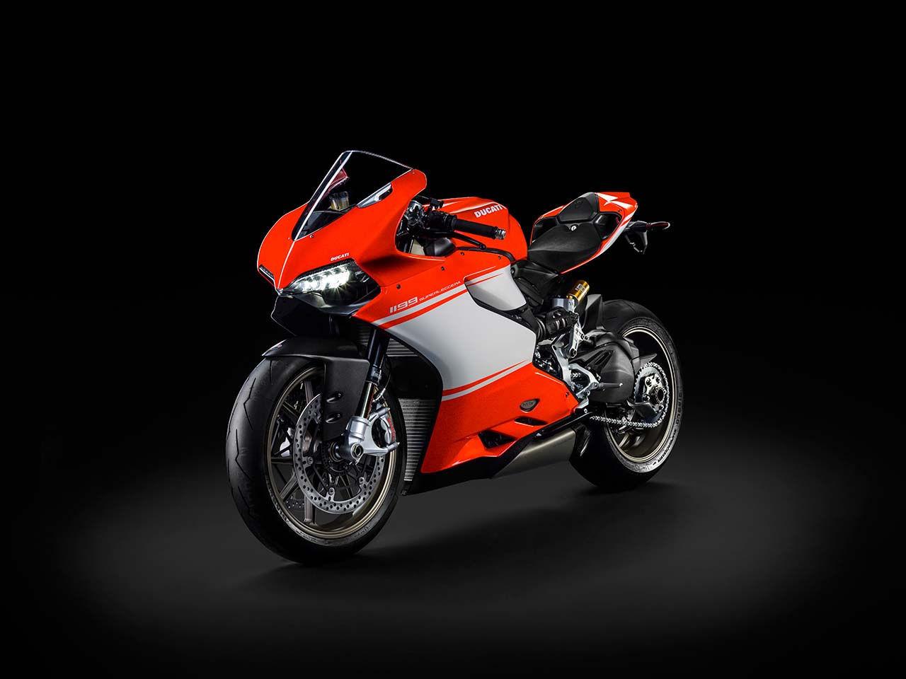 2014 Ducati  | Ducati Superleggera - Front Angle Shot