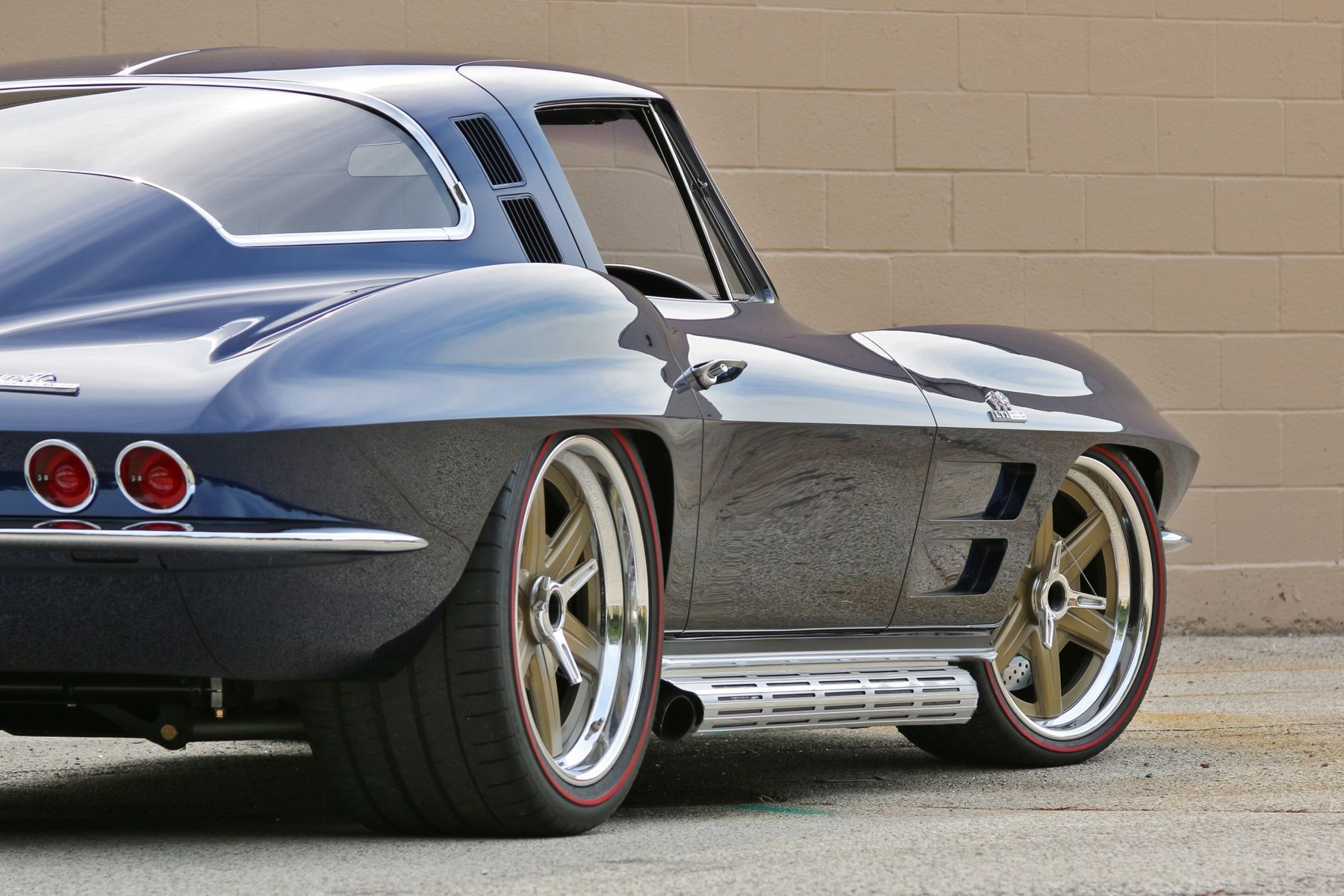1964 Chevrolet Corvette Stingray | Barry B's Roadster Shop '64 Corvette Stingray on Center Locking Forgeline RS6 Wheels