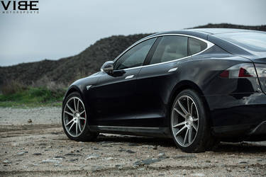 "Tesla Model S P85D on 20"" Concavo Wheels - Quarter Panel Shot"