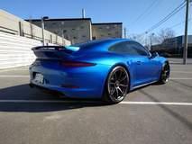 Vice's Sapphire Blue Porsche 911 GTS on Forgeline One Piece Forged Monoblock GE1 Wheels