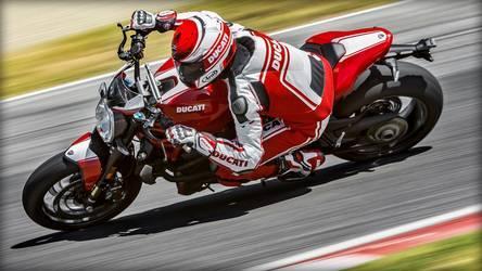 2016 Ducati Monster 1200R | Monster 1200 R - Turning