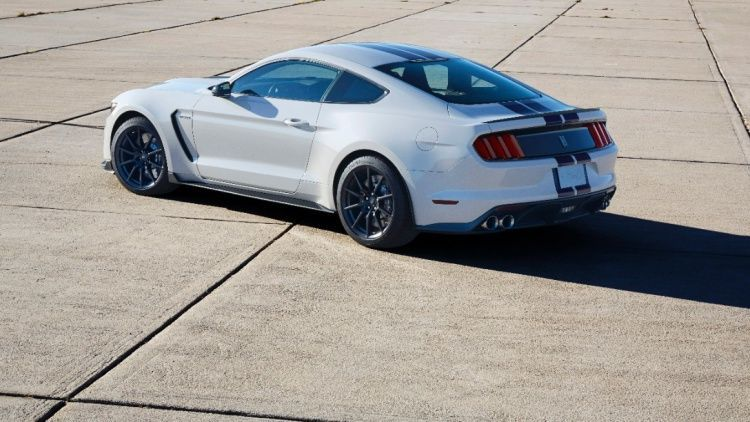 2016 Ford Mustang | 2016 Ford Shelby GT350