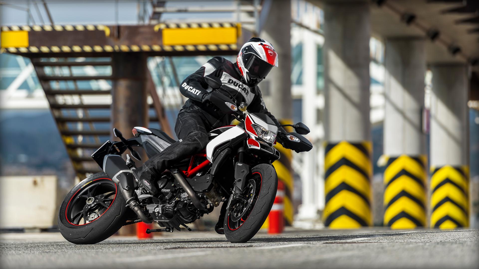 2014 Ducati HYPER MOTORARD 1100 EVO SP   Ducati Hypermotard SP