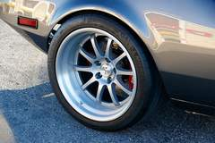 Marty Quadland's 1972 DeTomaso Pantera on Forgeline ZX3 Wheels