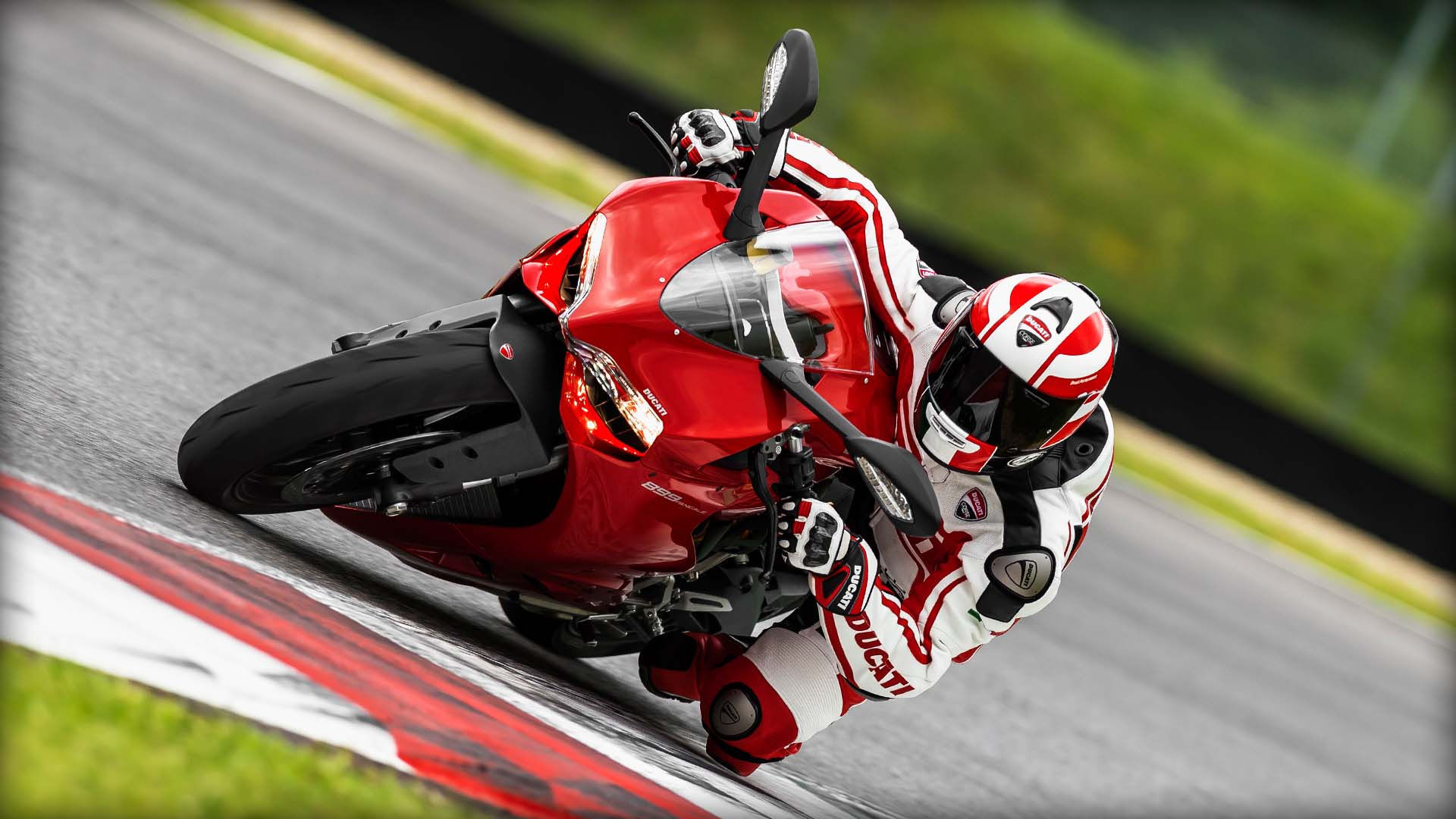 2014 Ducati    Ducati Panigale 899 - Your road to the track