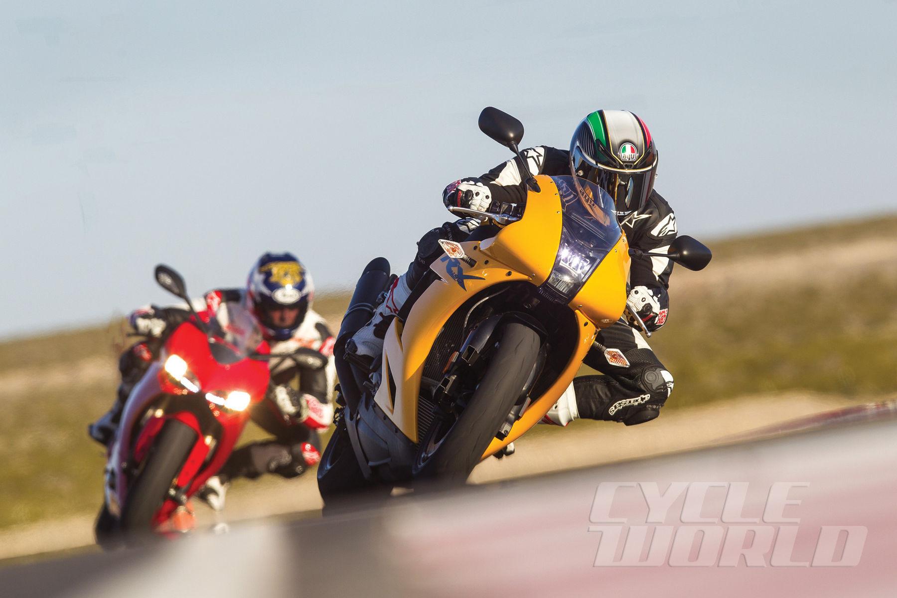 2014 Ducati 1199 PANIGALE | Ducati 1199 Panigale vs. EBR 1190RX – Superbike Comparison Test