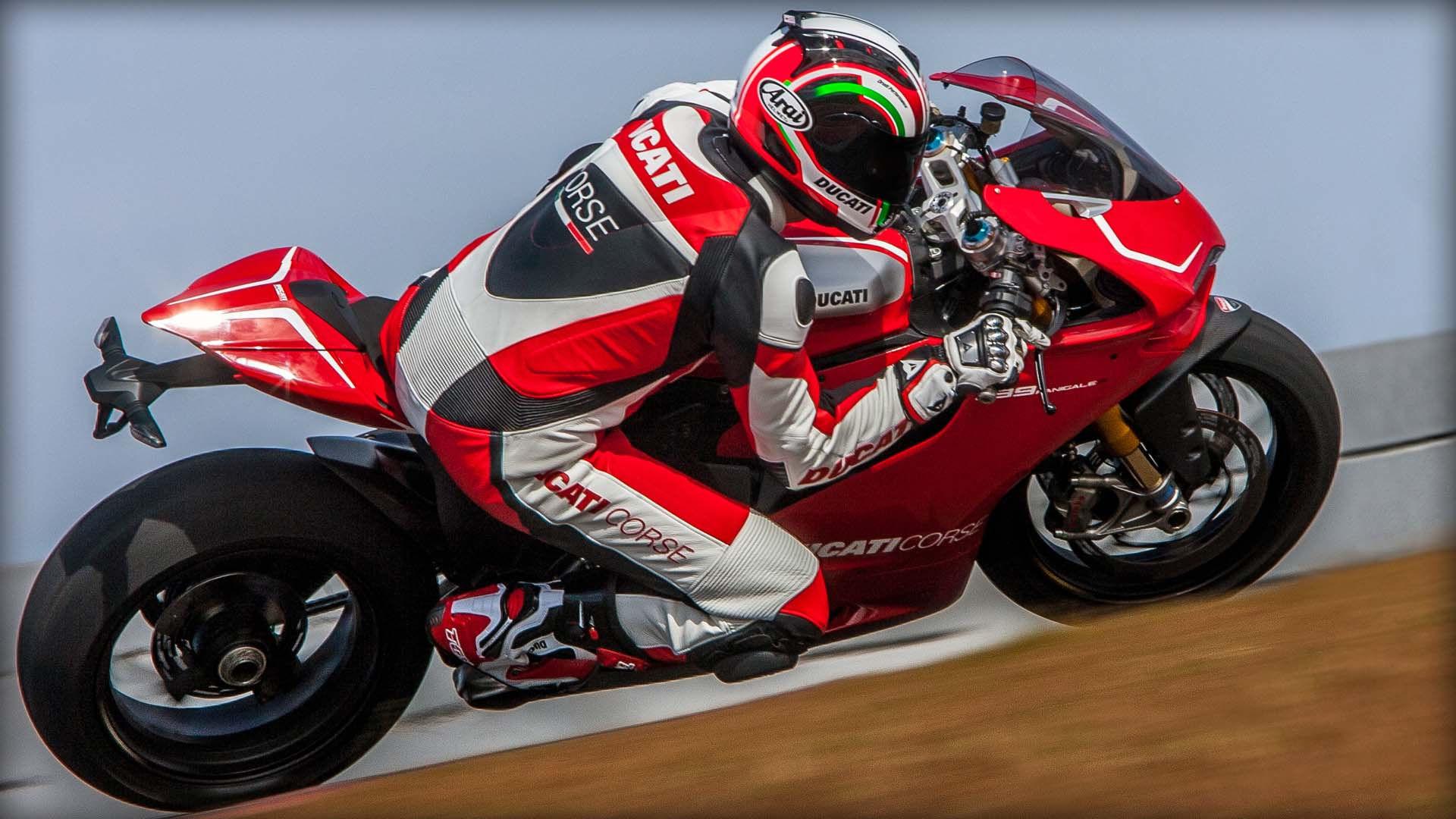 2014 Ducati  | Ducati 1199 Panigale R - Italian Racing