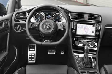 2015 Volkswagen Golf R | The '15 VW Golf R - Interior