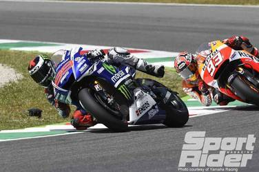 2014   | Lorenzo has a moment with Marquez in pursuit