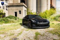 Black Nissan GTR (Godzilla) - Front