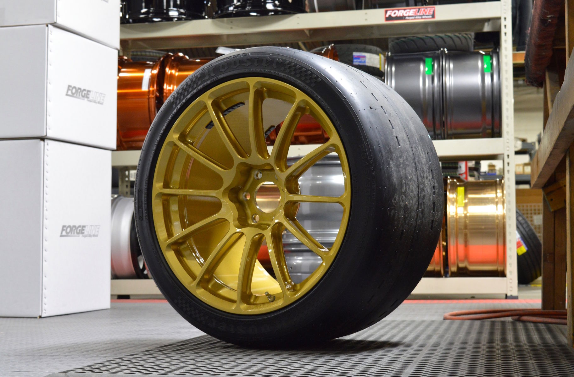 Dodge Viper | Forgeline One Piece Forged Monoblock GTD1-Viper in Race Gold