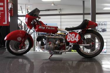 Big Twin 884