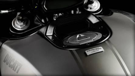 2015 Ducati Diavel Titanium | Diavel Titanium - Craftsmanship