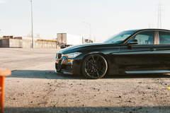 BMW 330i - Front Left Wheel