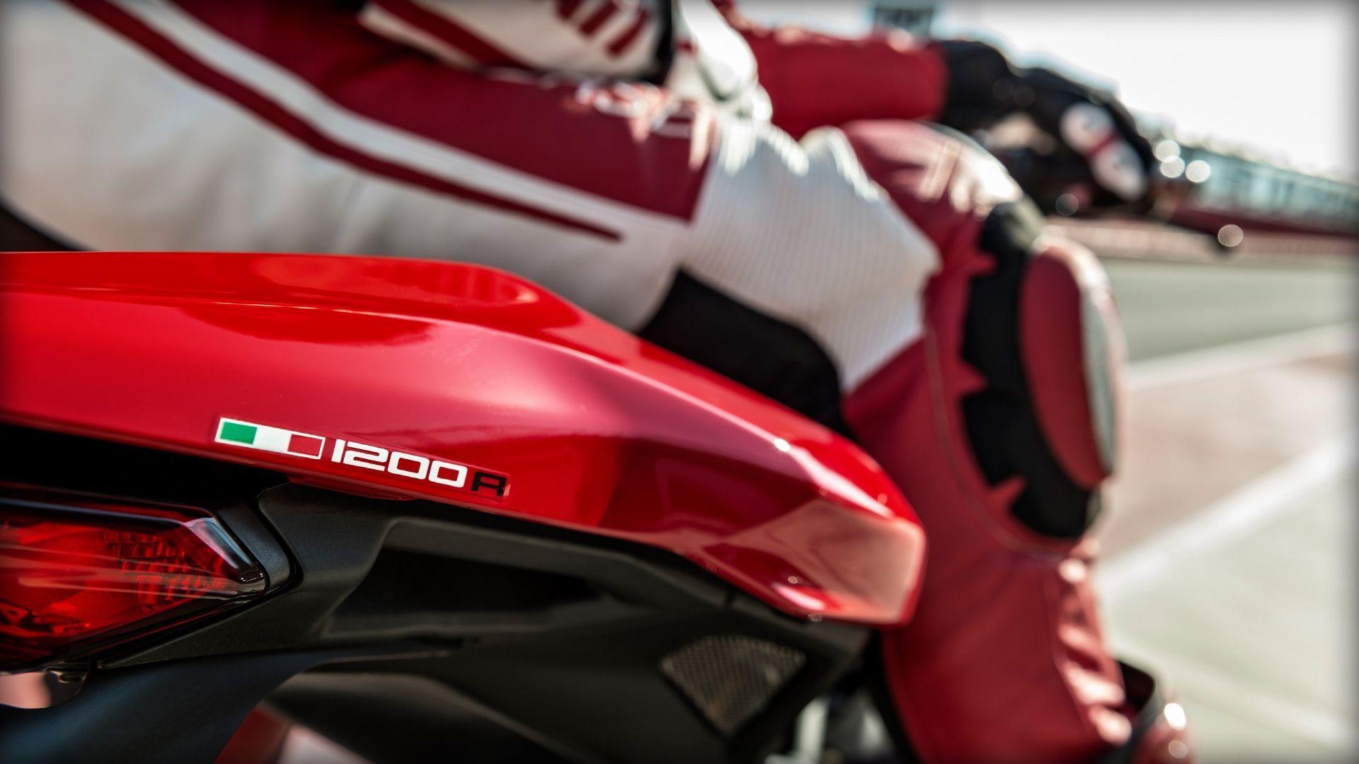2016 Ducati Monster 1200R | Monster 1200 R - Italian Flair