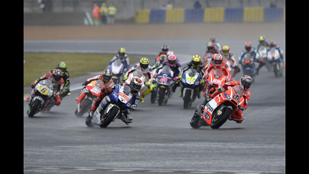 2013 Ducati    2013 MotoGP - LeMans - Dovi leads the pack