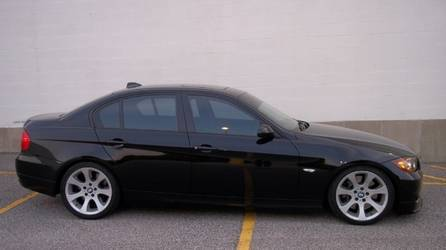 Lowered, tinted, and black trim 330i