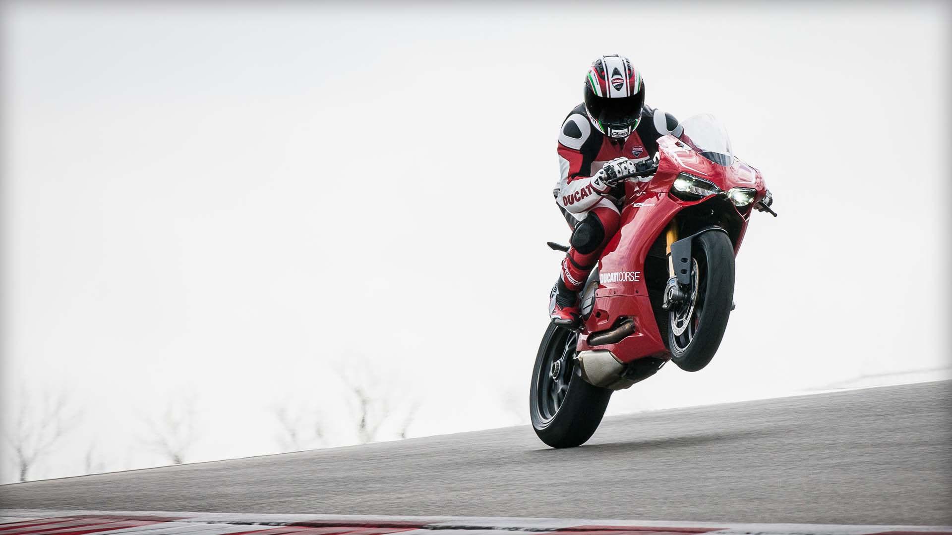 2014 Ducati  | Ducati 1199 Panigale R - Wheelie