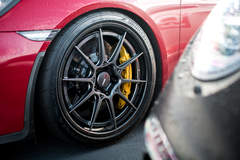Alan Coleman's Porsche Cayman GT4 on Forgeline Carbon+Forged CF205 Wheels