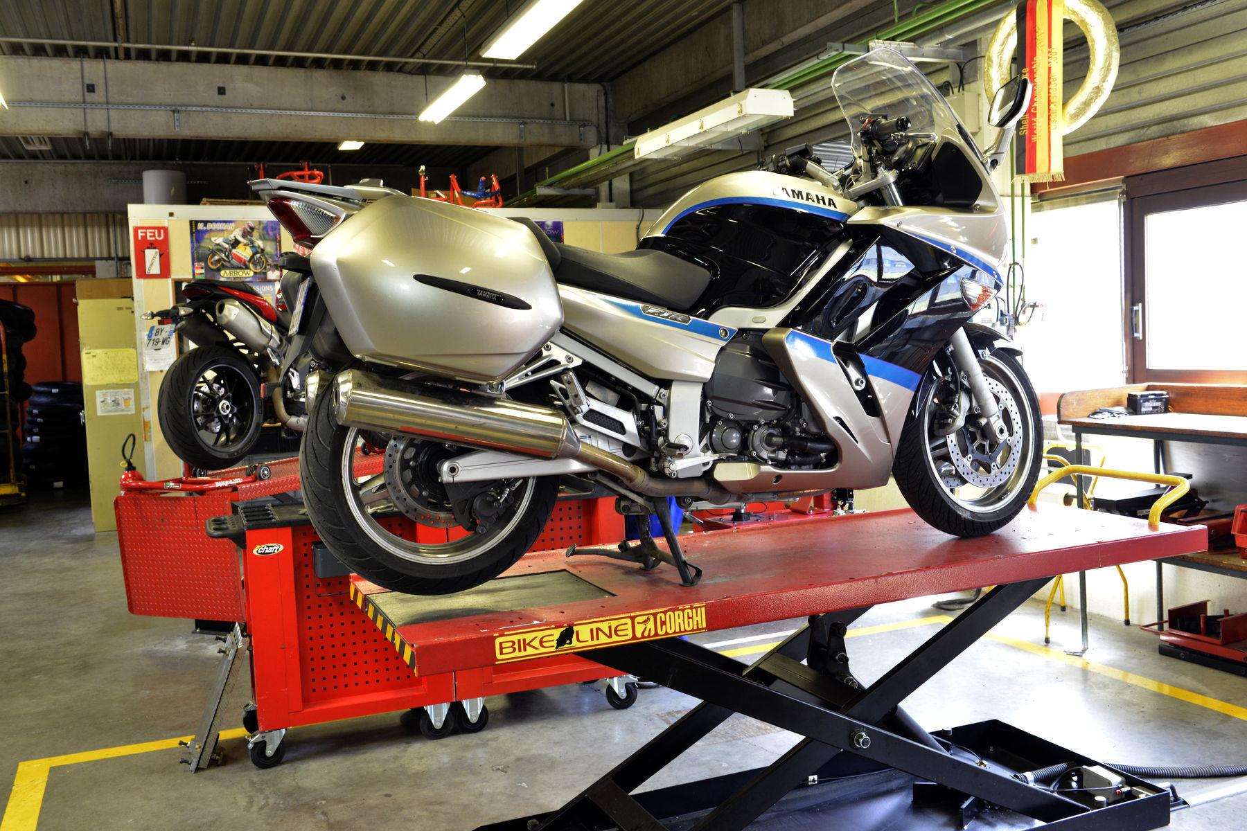 Yamaha FJR1300 | Balancing a Motorcycle Tire