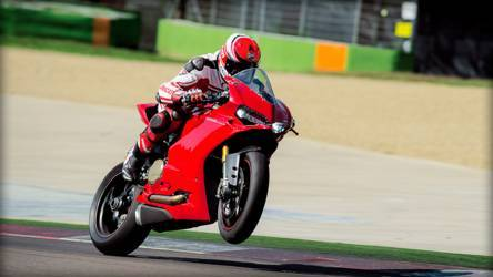 2015 Ducati 1299 Panigale S | 1299 Panigale S - Wheelie