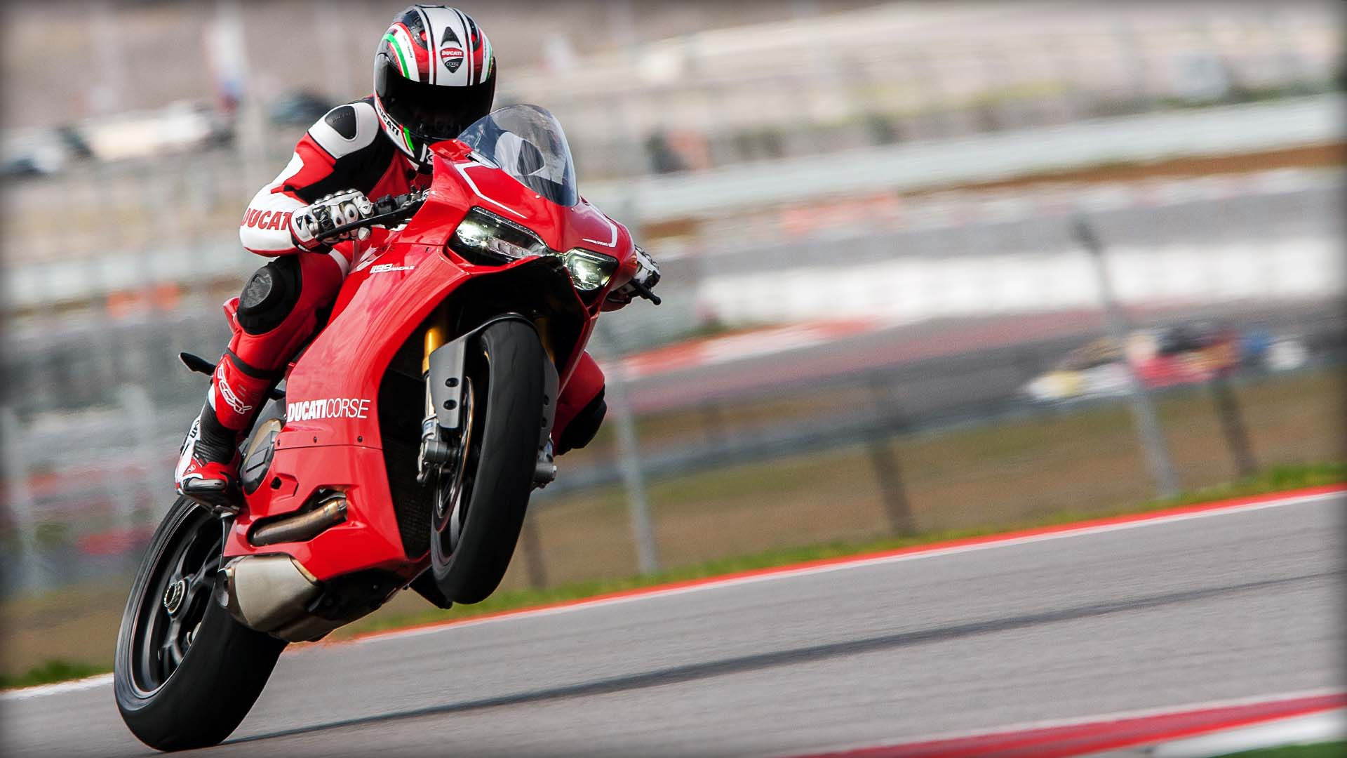 2014 Ducati  | Ducati 1199 Panigale R - Rear Wheelie