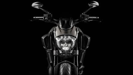 2015 Ducati Diavel Titanium | Diavel Titanium - Front Shot