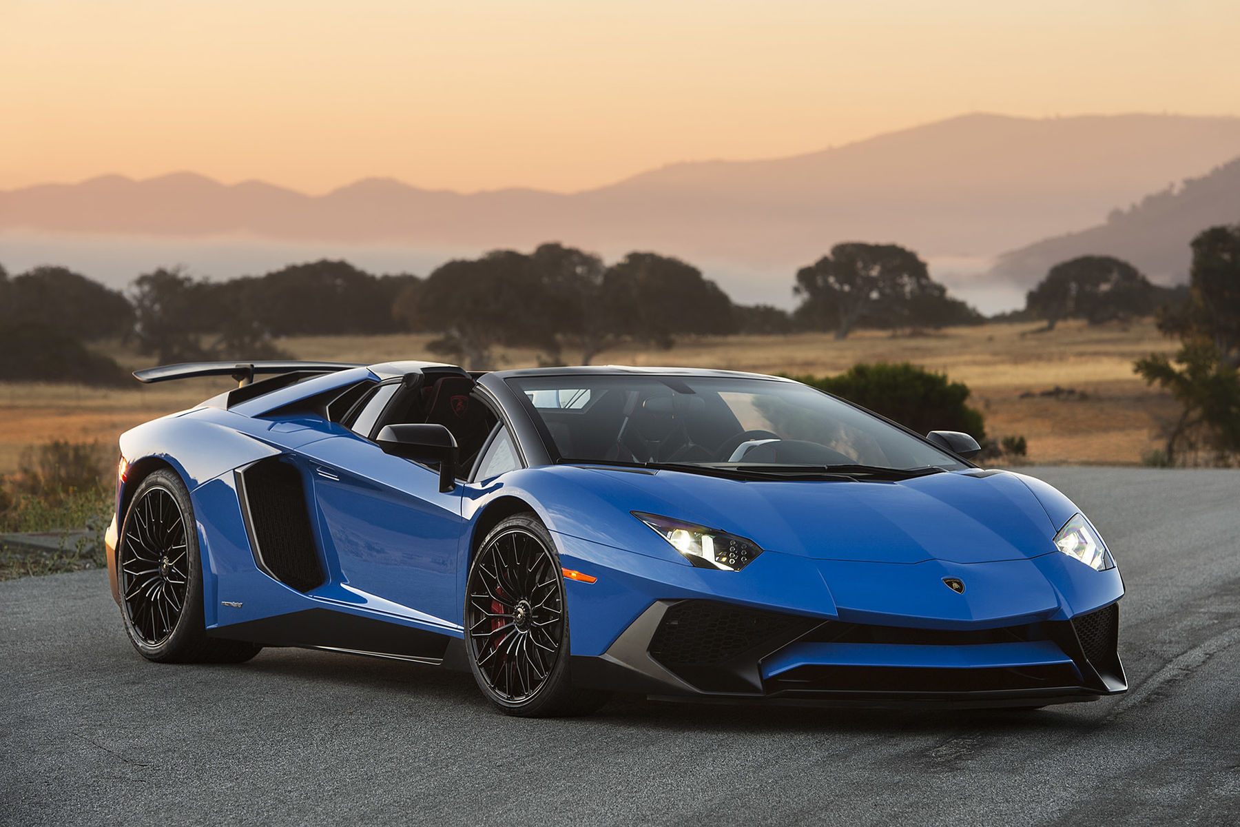 Autoblog S Exclusive Lamborghini Aventador Sv Roadster Photo Shoot