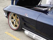 Barry Blomquist's '64 Corvette on Forgeline Center Locking One-Off Wheels